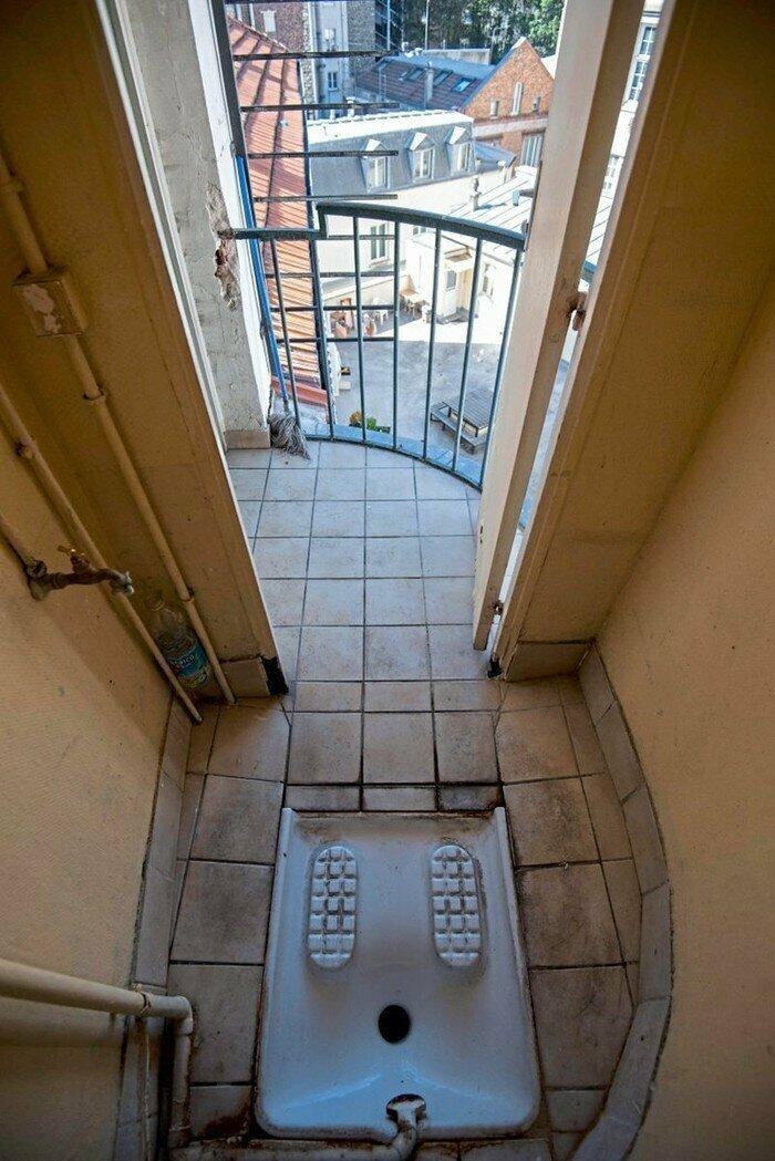 Парижский почти балкон-туалет... Ничего лишнего