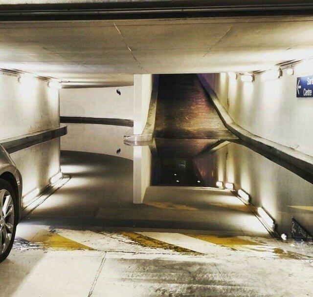 Лужа в гараже