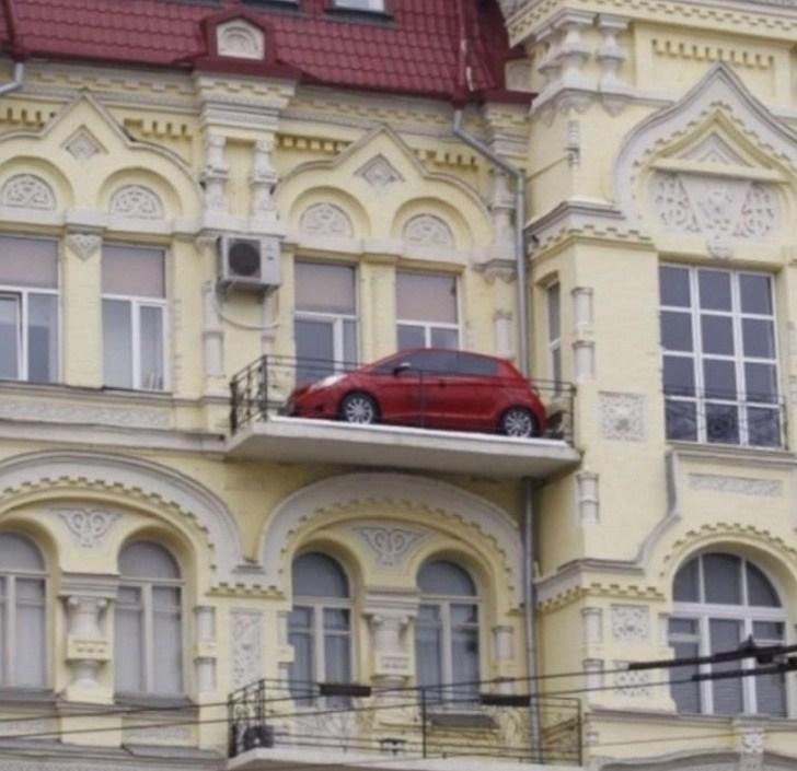 Вот это припарковался!