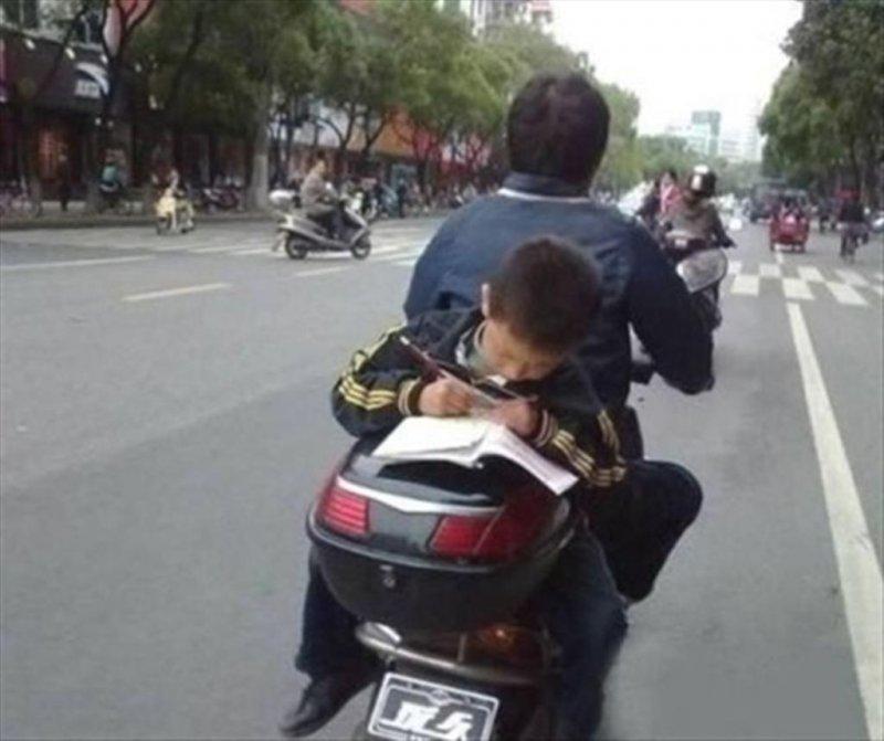 Папа, опаздываем к первому уроку!