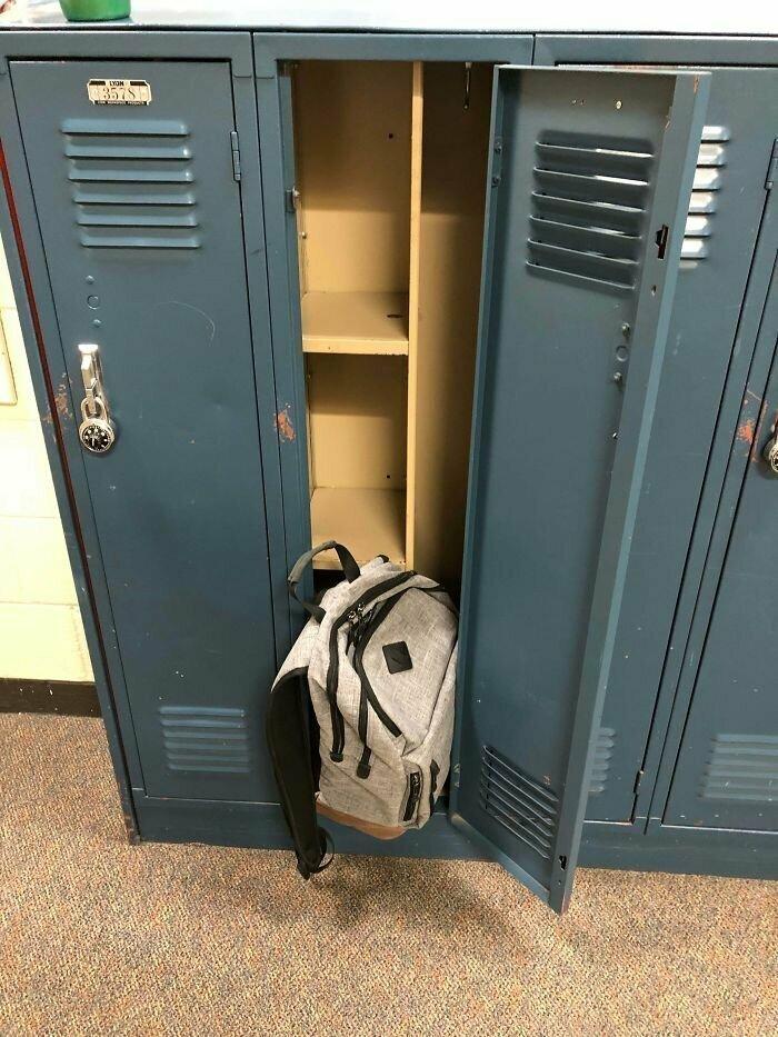 """""""В шкафчиках нашей школы так удачно смастерили полки, что туда не влезет даже куртка"""""""