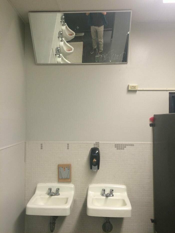 """""""В нашем школьном туалете повесили новые зеркала"""""""