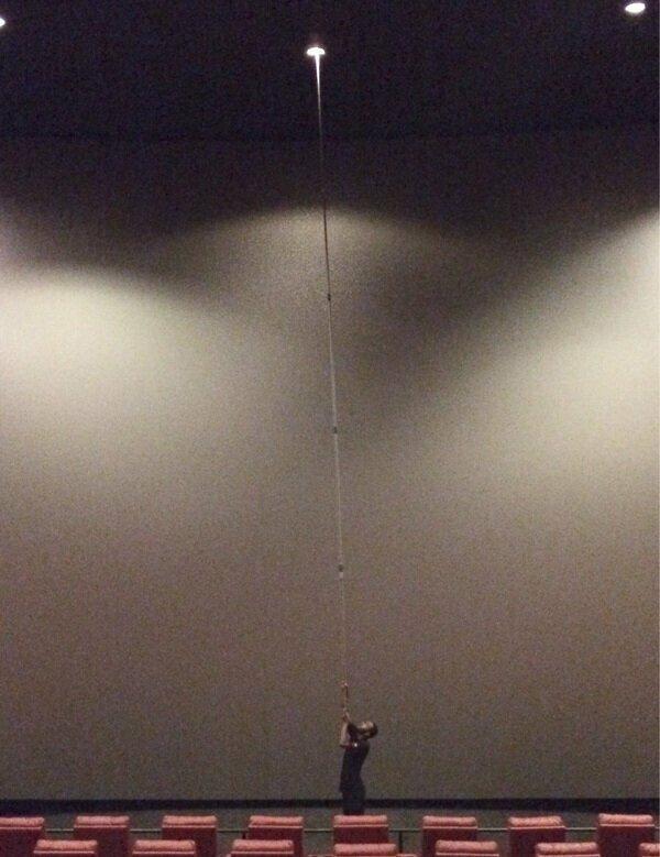 Теперь вы видели больше: Как поменять лампочку в кинотеатре