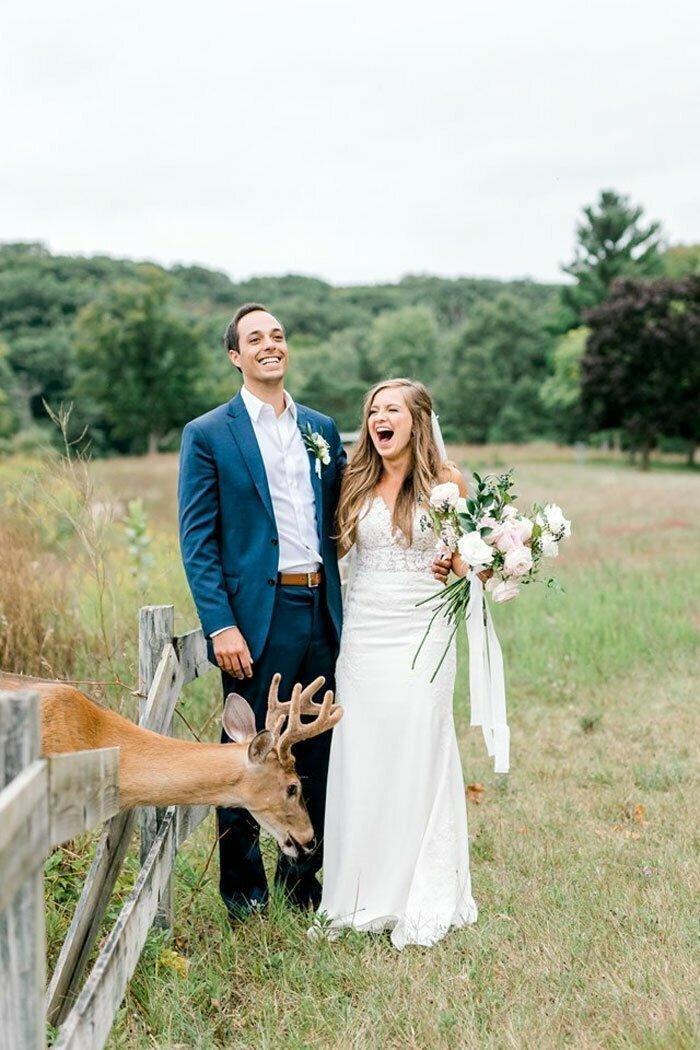 И не просто подошел, а живо заинтересовался букетом невесты...