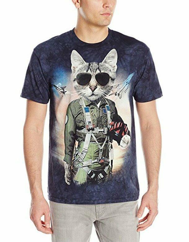 2. Эту безумную футболку с котиком совершенно точно можно носить в общественном месте. Чтобы уж точно никто не подошёл