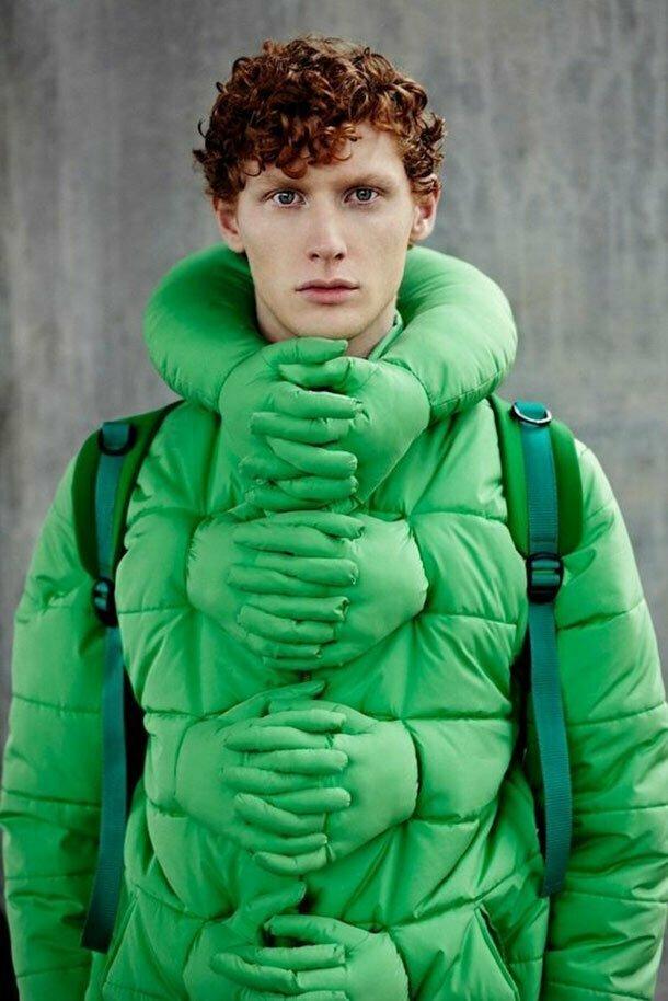 """25. Куртка """"Обними меня"""". Всегда крепко обнимет, а заодно распугает всех вокруг"""