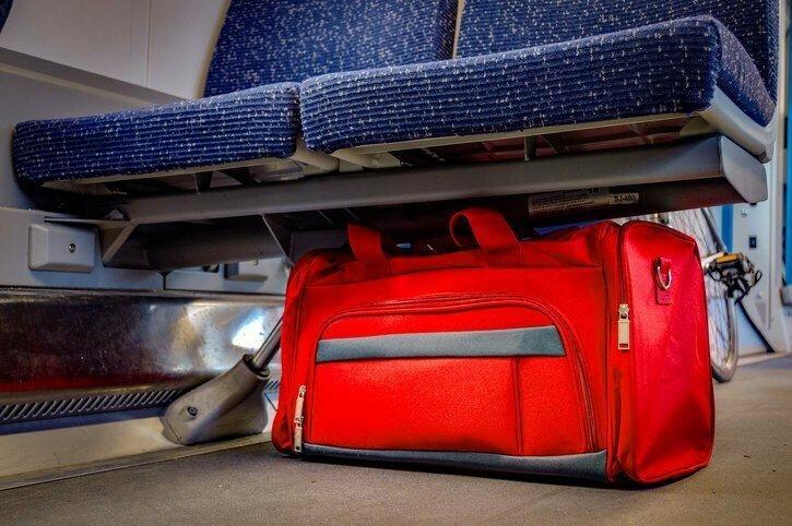 """""""Самое странное, что часто случается на борту - это люди, которые покинув самолет, оставляют свой багаж внутри. А он вообще вам нужен?"""""""