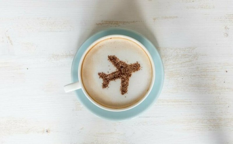"""""""Вода, которую используют для чая и кофе, пригодна для питья, и ее меняют между рейсами, однако... бак для хранения воды чистят далеко не каждый день"""""""