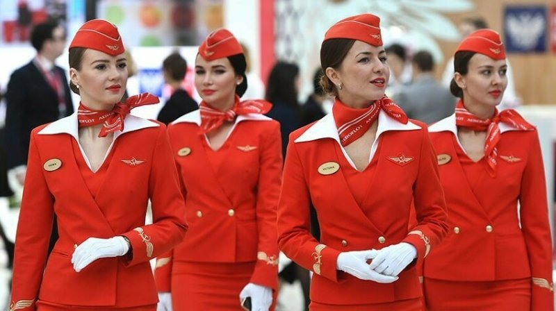 """""""Лучшее в работе стюардессой - нам буквально платят за путешествия по миру!"""""""