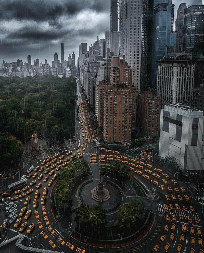 Sarah Beth Moses, New York in 2019. Это фотошоп. На самом деле на оригинальном фото не более 4-5 автомобилей такси