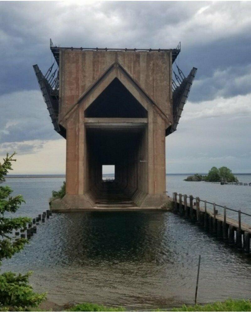 Какое-то странное сооружение на Верхнем озере в Мичигане.