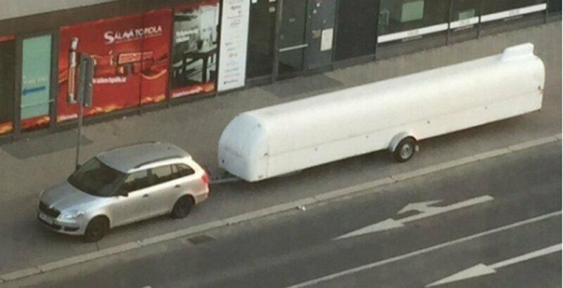 Что за странный трейлер длиной в 25 футов?
