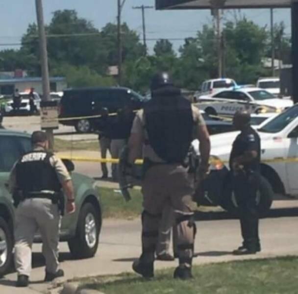 Сотрудник американского спецназа из полицейского департамента Талсы, Оклахома. Рост — 2,1 м, вес — 150 кг