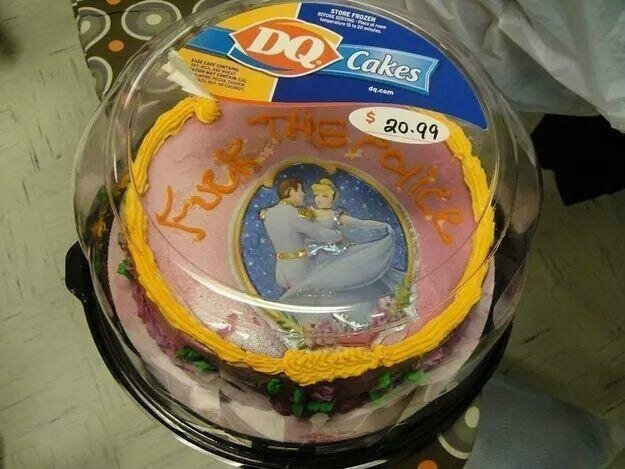 """Надпись на торте: """"На*** полицию"""""""