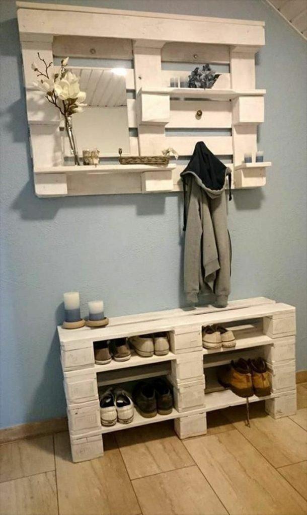 3. Не знаете, какую мебель поставить в маленькой прихожей? Можно сэкономить и сделать удобное пространство для вещей