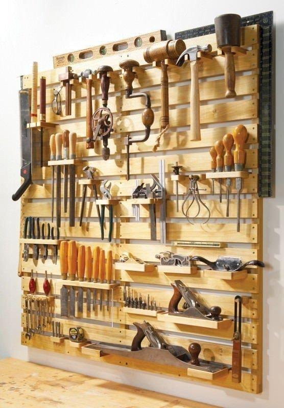 2. Уж лучше превратить поддоны в удобный держатель инструментов в гараже