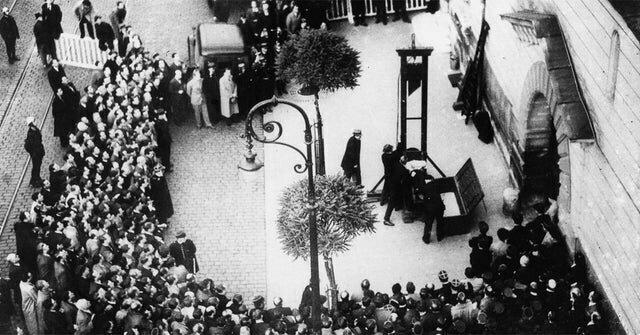 14. Последний раз, когда во Франции публично казнили преступника на гильотине, 1939 год