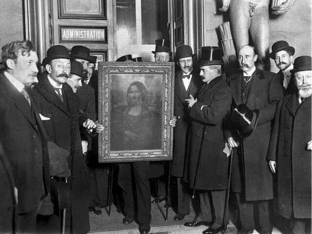1. Винченцо Перуджа украл Мона Лизу из Лувра в 1911 году, а в 1913 картину нашли в его номере во Флоренции