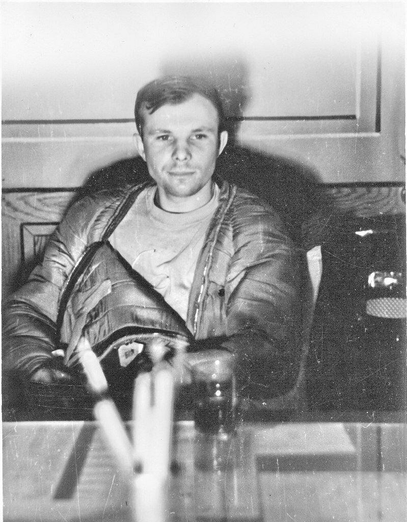 10. Юрий Гагарин в первые часы после возвращения на Землю, 1961 год