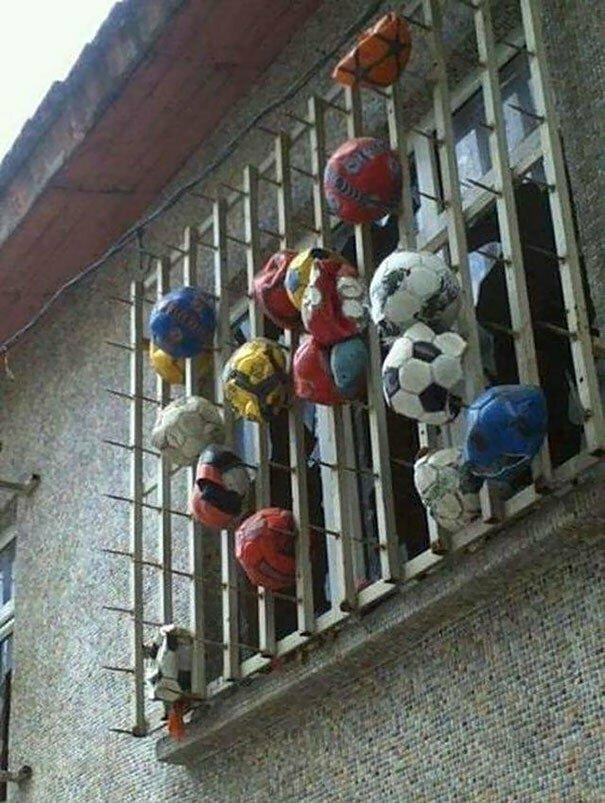 Один из наших соседей ненавидит футбол