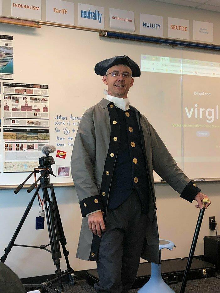 """25. """"На сегодняшний урок наш учитель истории пришел в образе"""""""