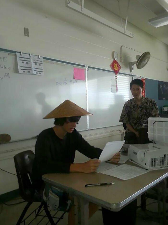 """31. """"Учительница китайского всегда просит нас выступать перед классом в таком виде"""""""
