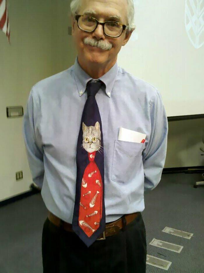 """12. """"Чудесный галстук нашего учителя биологии"""""""