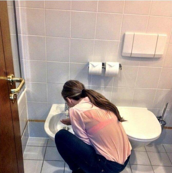 Видимо её никто не предупредил, что отсюда пить не рекомендуется