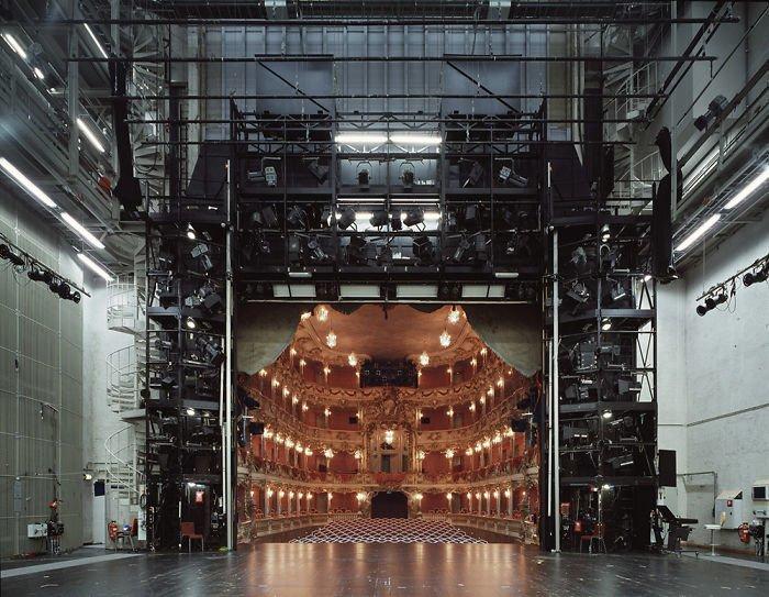 Театр по ту сторону занавеса