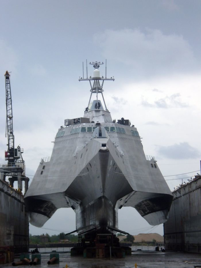 Современный военный корабль до того, как его опустят на воду