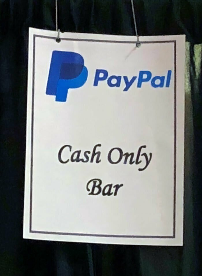 """29. На мероприятии компании PayPal (платежной системы): """"Бар - только за наличные"""""""