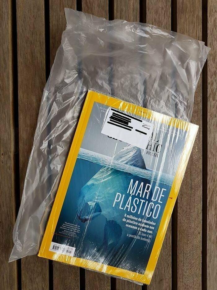 5. Журнал National Geographic, в котором проблема загрязнения пластиковыми отходами вынесена аж на обложку, доставляют в пластиковой упаковке