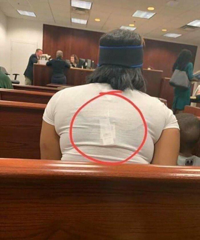28. В зале суда на слушании дела о магазинных кражах