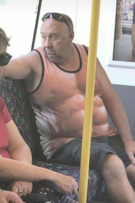 Общественный транспорт - это место, где всегда весело