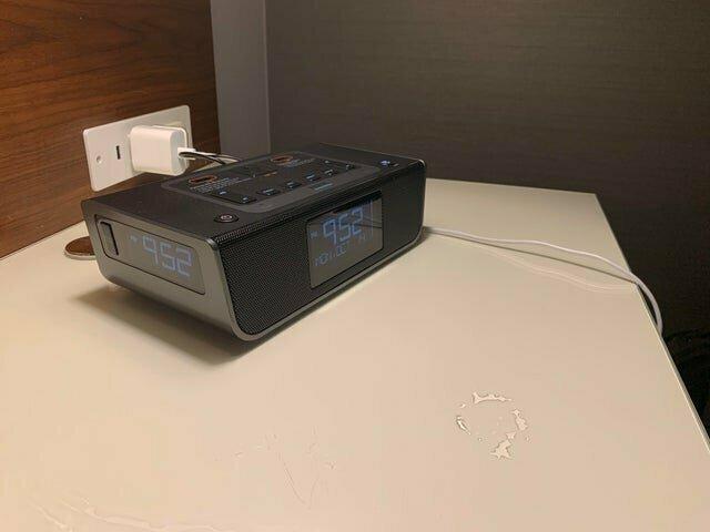 4. Электронные часы с несколькими цифровыми панелями