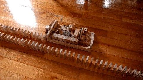 Автоматический укладчик дорожек из доминошек