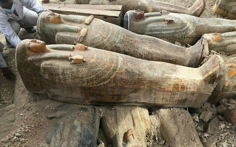 Археологи откопали в Египте 20 саркофагов возрастом более 4000 лет