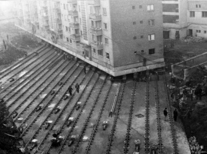 17. Перемещение многоэтажки весом 7600 тонн, чтобы проложить бульвар в румынском городе Алба-Юлия, 1987 год