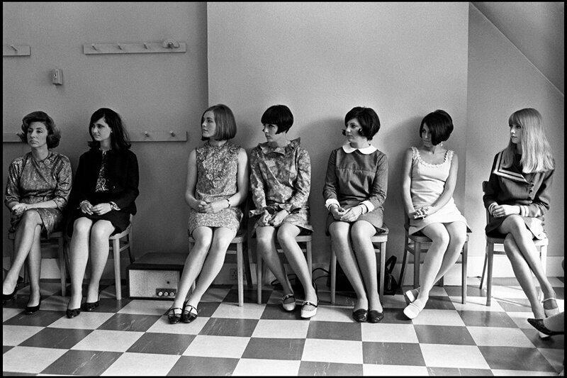 4. Девушки шли на все, чтобы подчеркнуть красоту и длину своих ног