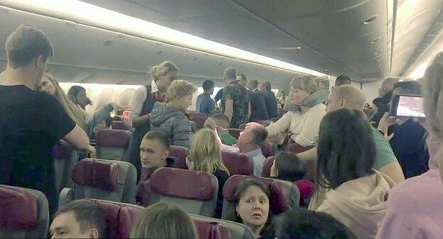 Пассажира-дебошира рейса Москва - Пхукет пытались связать пищевой пленкой