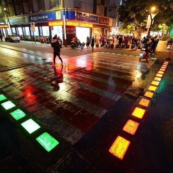 Подсветка пешеходных переходов - это то, что нужно в сегодняшних городах
