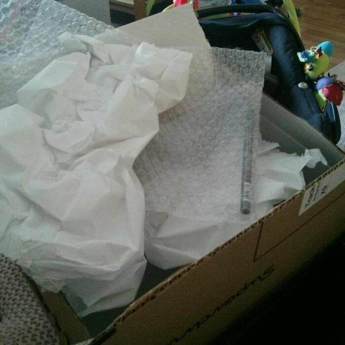 """""""Я считаю, у меня рекорд: все эти бесчисленные пленки, бумаги и ткани в большом ящике - ради одного карандаша для глаз!"""""""