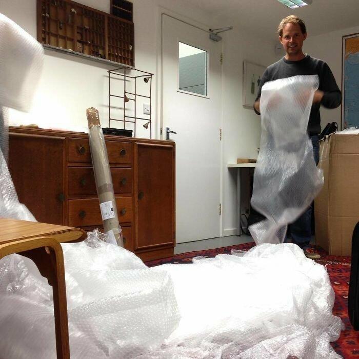 """""""Кажется, мебельщики здорово перестарались с упаковкой стула"""""""