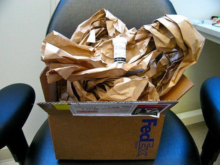 Огромный ящик, куча бумаги - и все ради маленького пузырька!