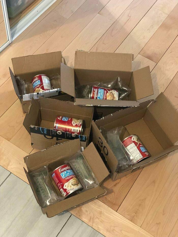 Интересно, зачем их растащили по коробкам? Они что, в одной коробке дерутся?