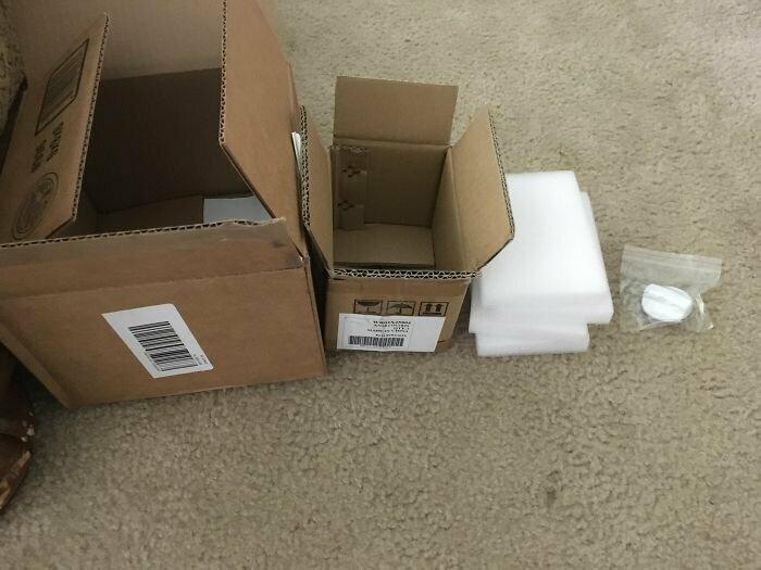 """""""Маленькая деталь для холодильника, которую я заказал, приехала аж в двух крупных коробках"""""""