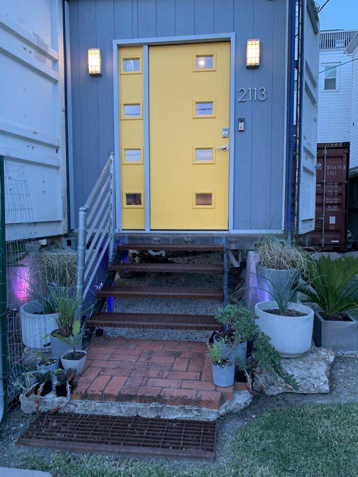 Как построить из контейнеров потрясающий уютный дом