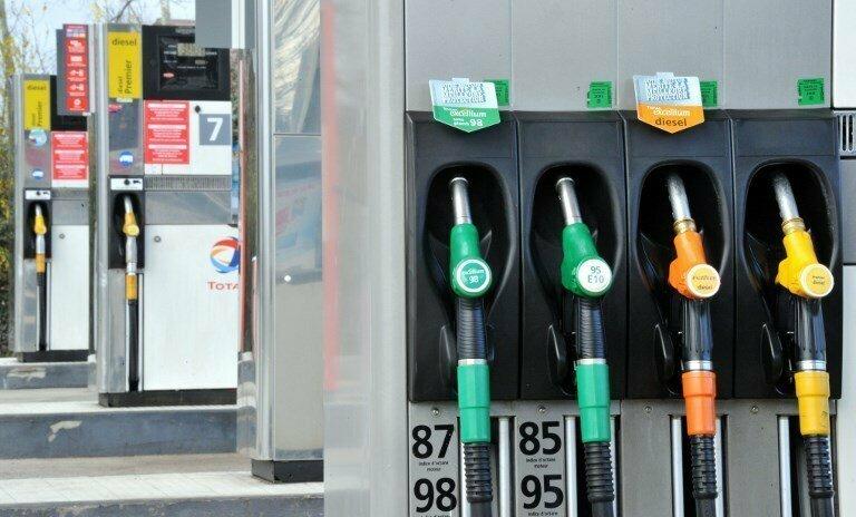 890 литров бензина