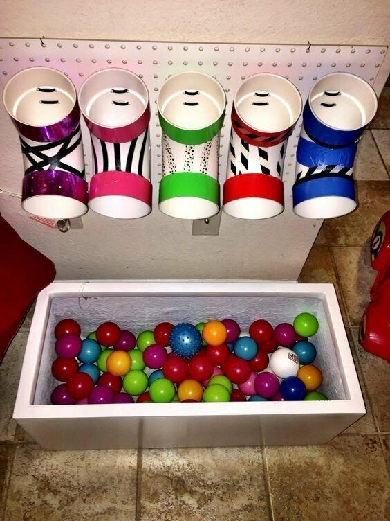 А еще можно изучать цвета - разноцветные шарики каждый в свою лунку