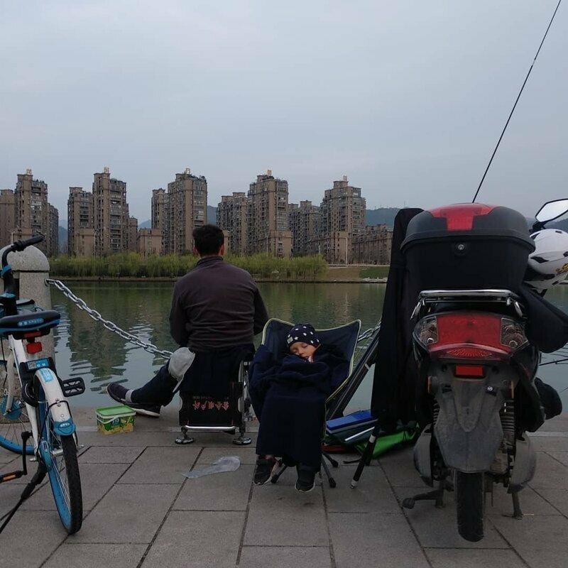 Китайцы предпочитают не покупать рыбу на рынках и в магазинах. Рыбалка тут очень развита